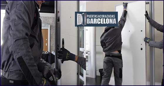 Montaje puerta acorazada dierre min - Puertas blindadas barcelona ...